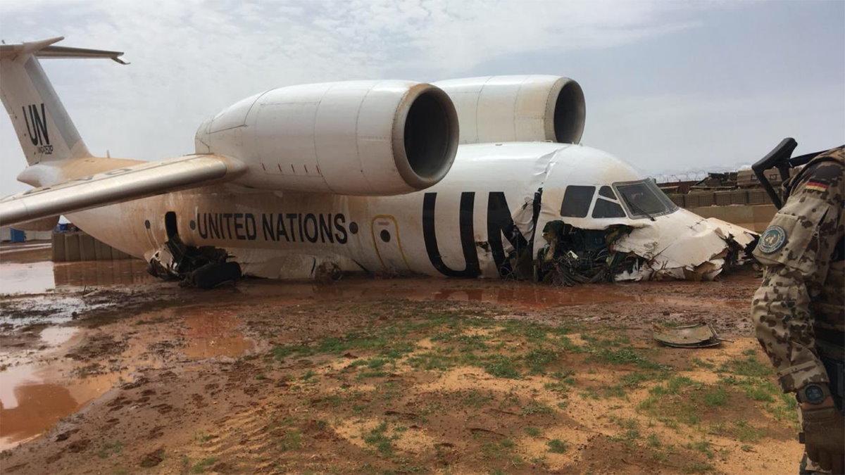 Самолёт ООН совершил жёсткую посадку в Мали