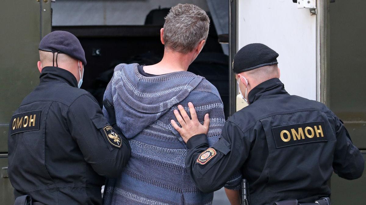 Белоруссия Беларусь задержание ОМОН один