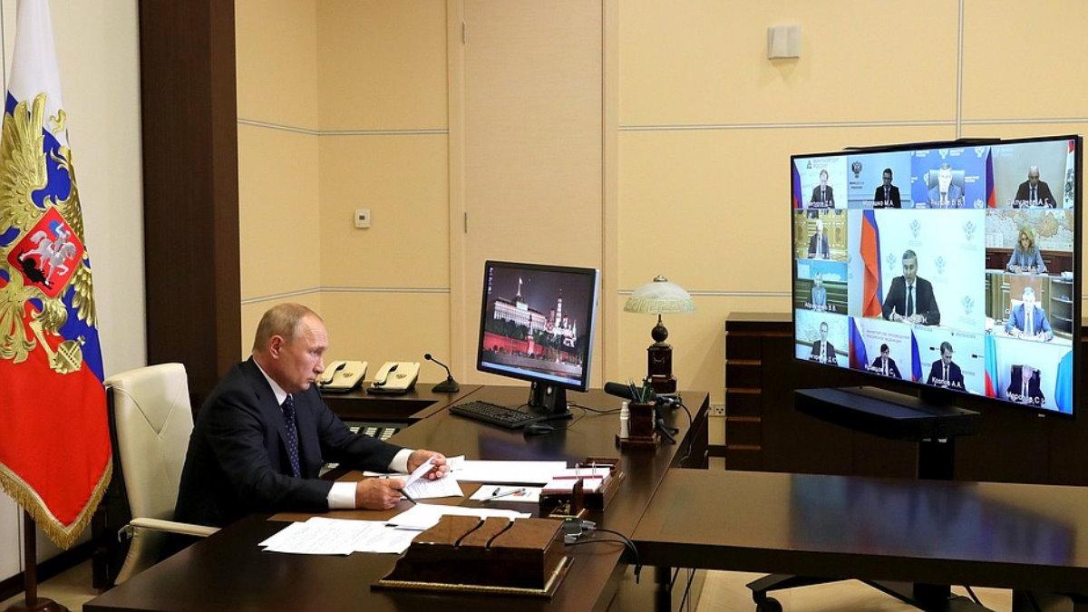 Владимир Путин Совещание с членами Правительства видеоконференция телеконференция один