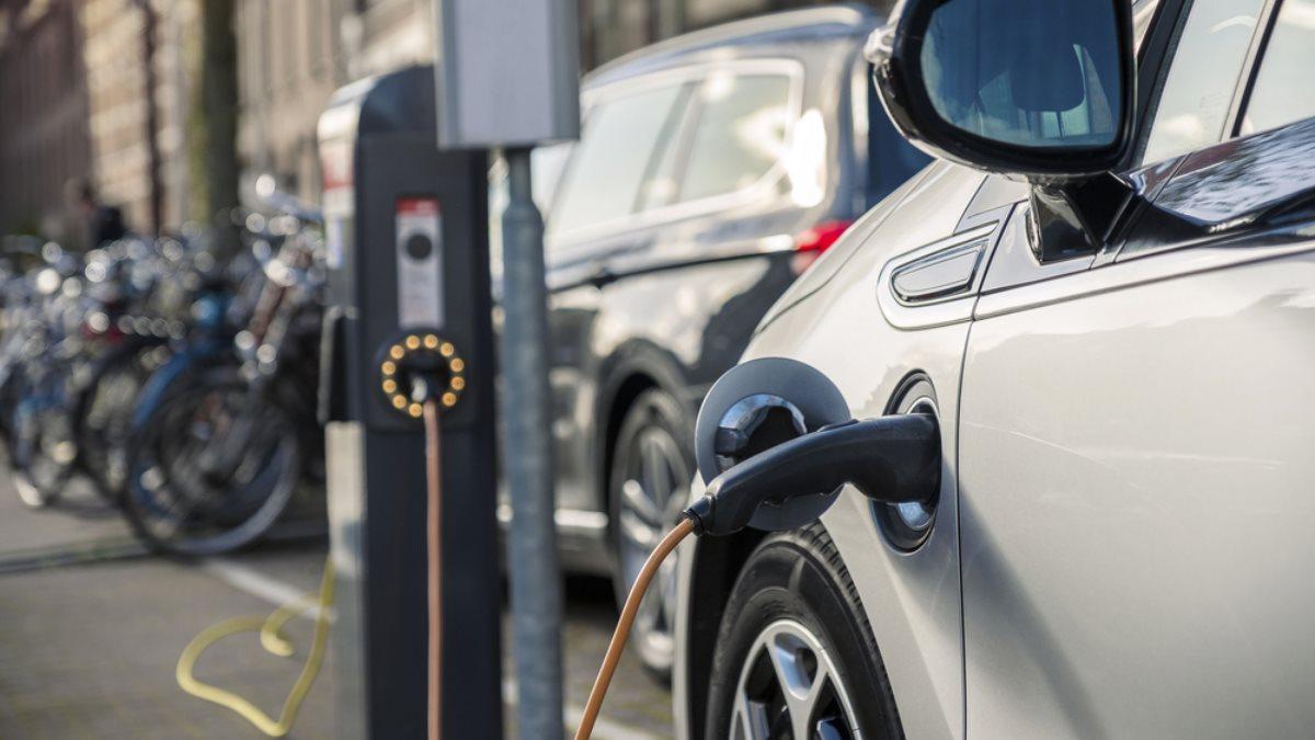 Электромобиль зарядка машина автомобиль один