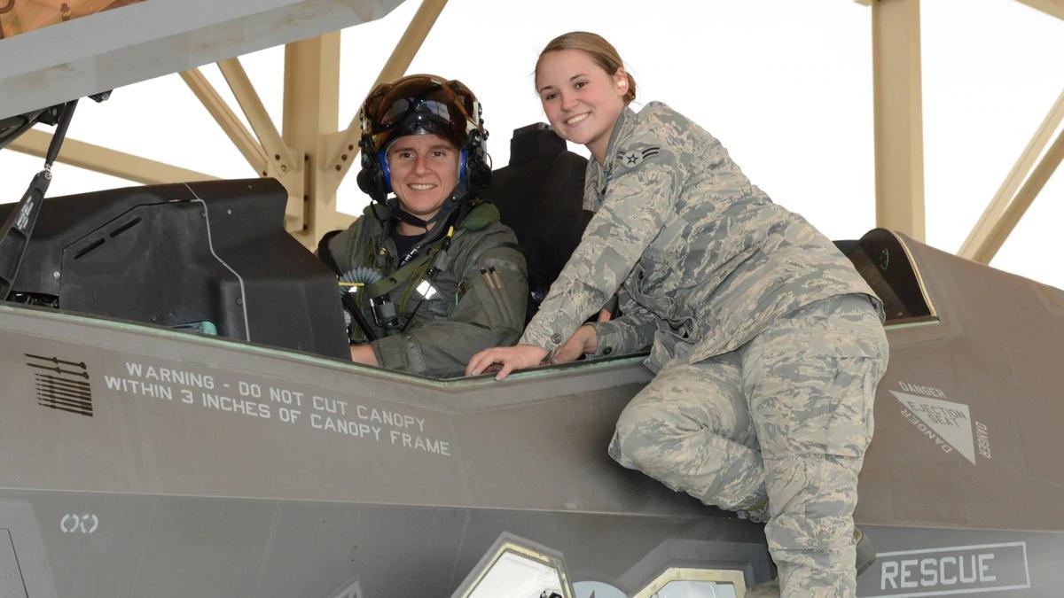 Женщины военные пилоты
