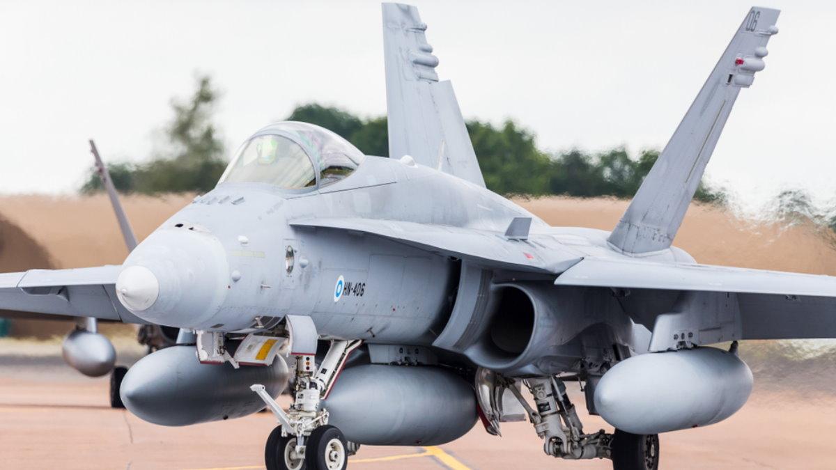 Финский истребитель-бомбардировщик F/A-18C Hornet