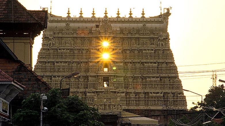 Храм Падманабхасвами — индуистский храм Вишну, г. Тривандрам (Керала, Индия)
