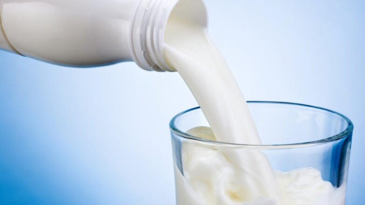 Молоко бутылка стакан