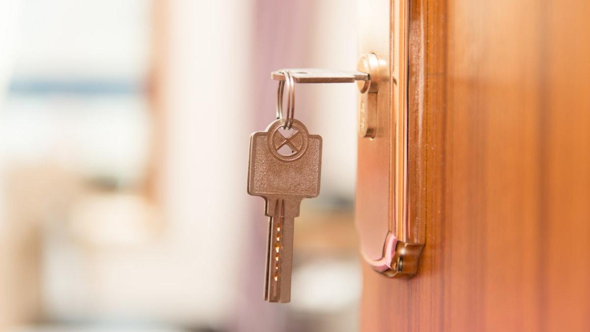 Квартира ключи в замочной скважине дверь ипотека