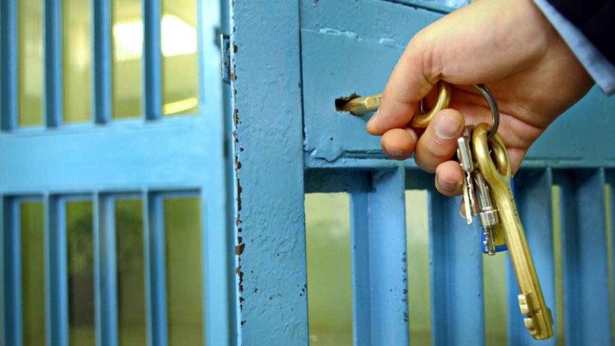Тюрьма колония камера решётка СИЗО один