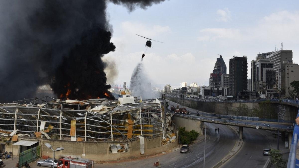 В порту Бейрута вспыхнул пожар два