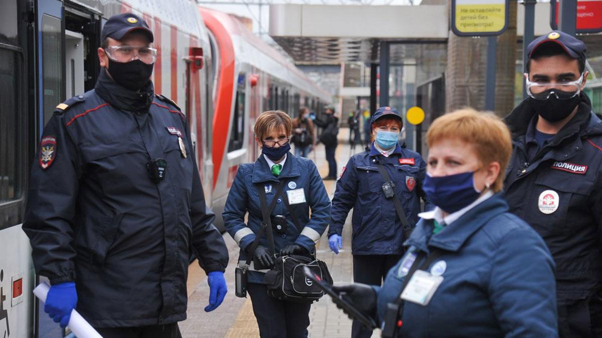 Рейд по проверке ношения масок и перчаток у пассажиров пригородных электропоездов