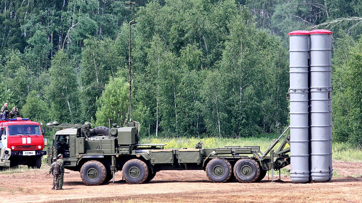 С-400 - российская зенитная ракетная система большой и средней дальности