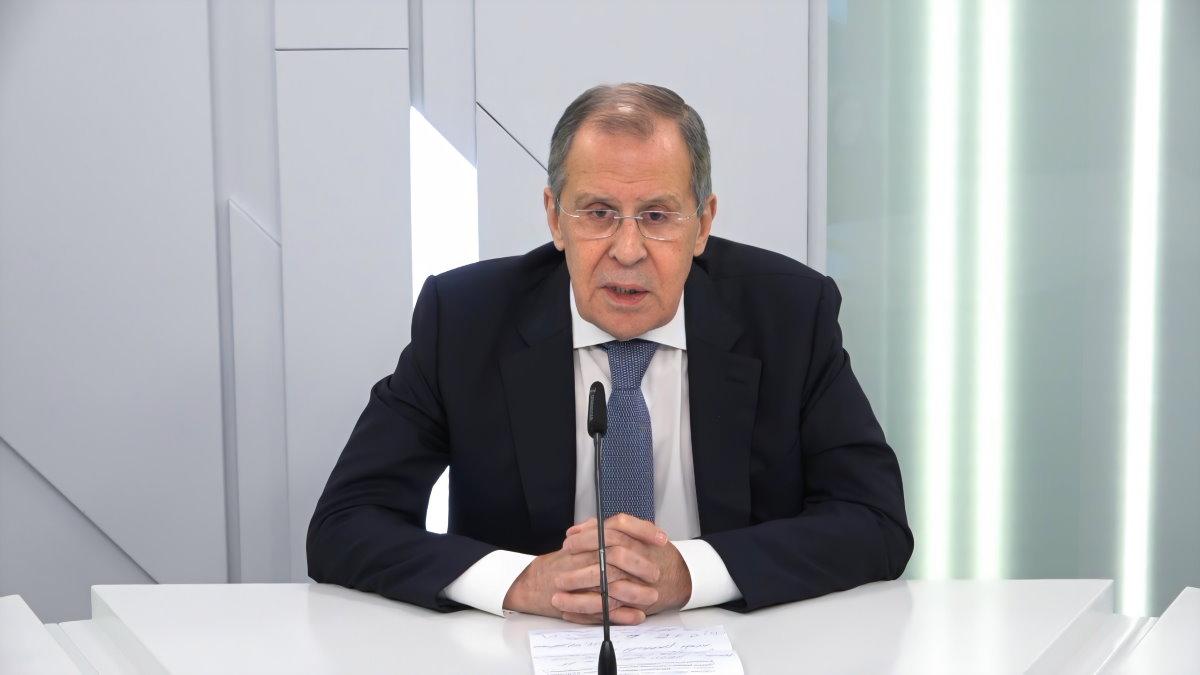 Министр иностранных дел Сергей Лавров говорит три