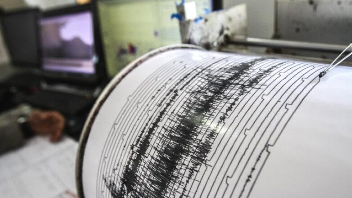 Землетрясение сейсмограф самописец магнитуда два