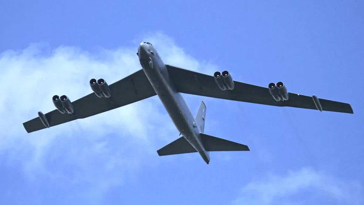 Стратегический бомбардировщик Boeing B-52H Stratofortress ВВС США