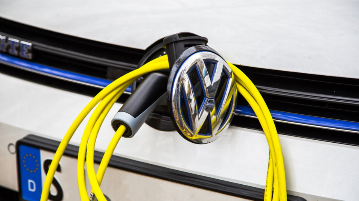 Volkswagen Golf GTE логотип электромобиль электрокар