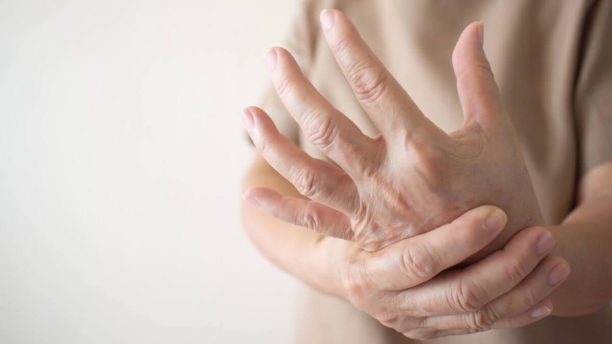 Артрит боль в руке три