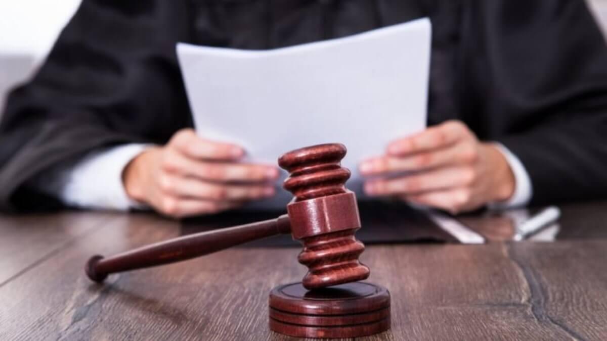 Суд судья правосудие молоток право решение закон приговор два