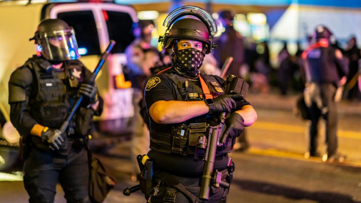 США протесты полиция один