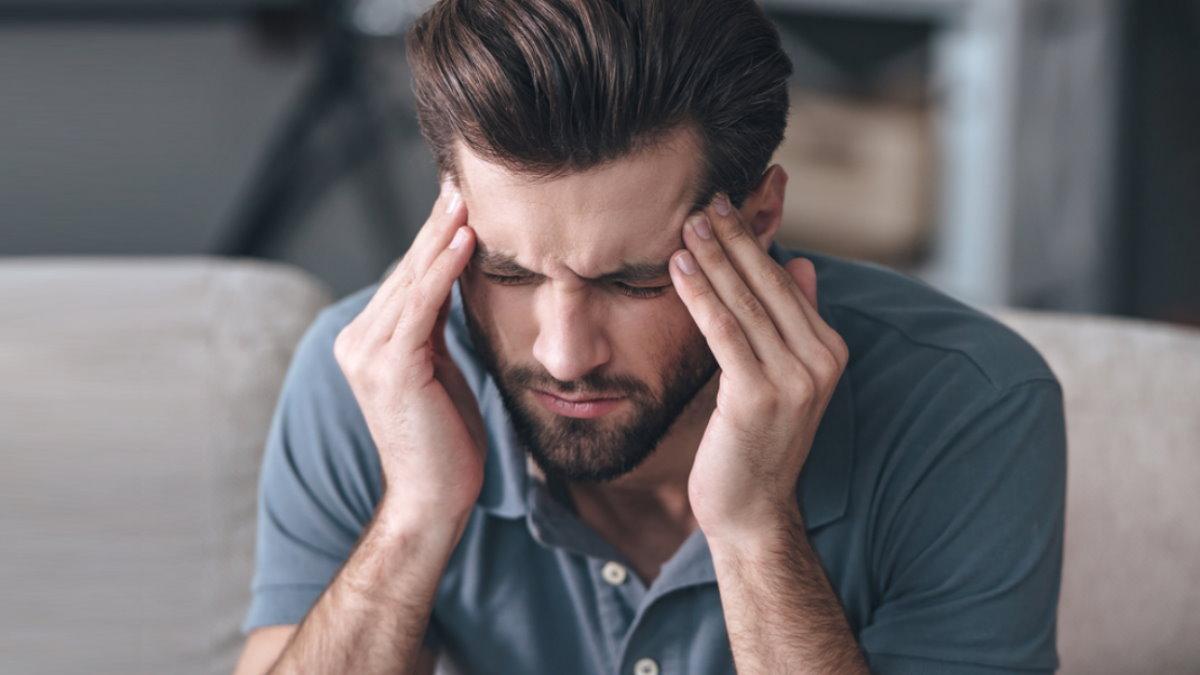 Похмелье головная боль мужчина один