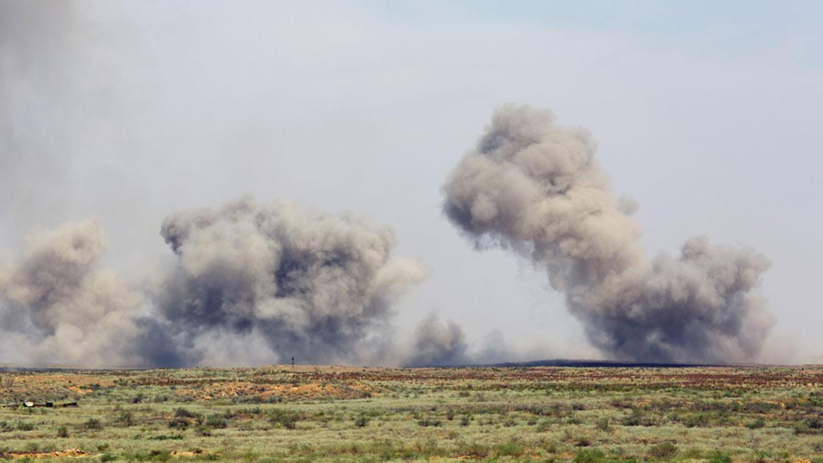 взрыв дым поле дым