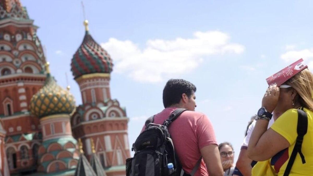 Туристы туризм Красная площадь Собор Василия Блаженного Москва Россия