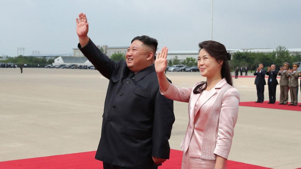 Ким Чен Ын и Ли Соль Чжу жена