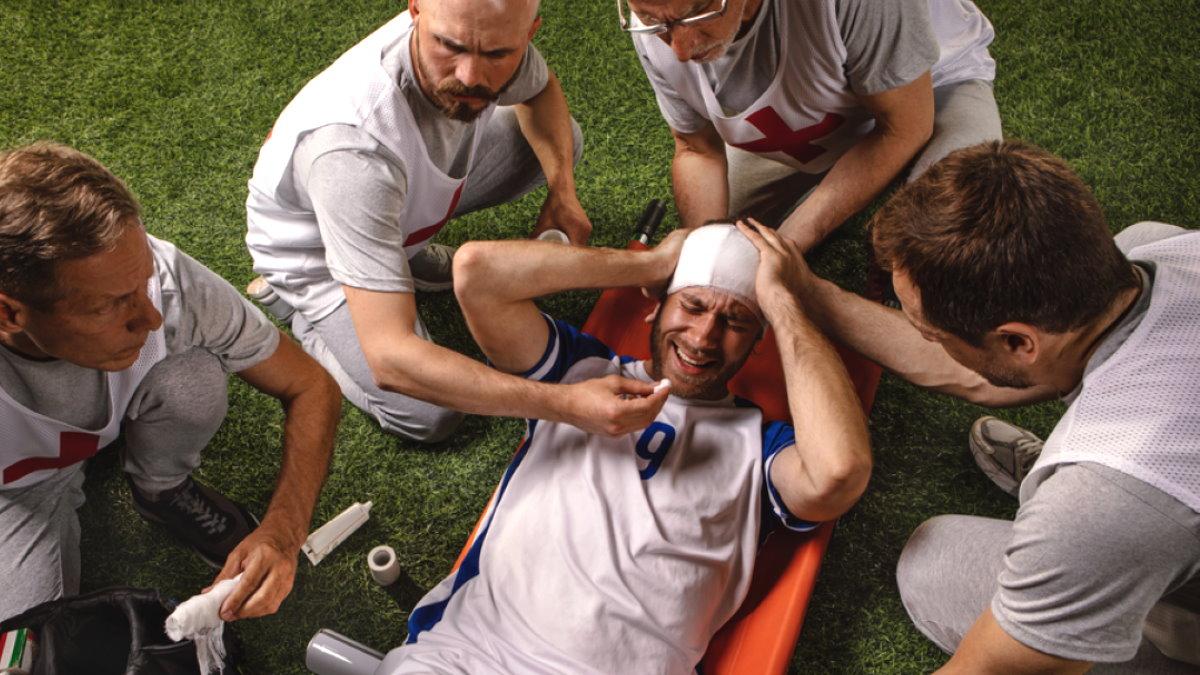 Футболист спортсмен травма головы сотрясение мозга