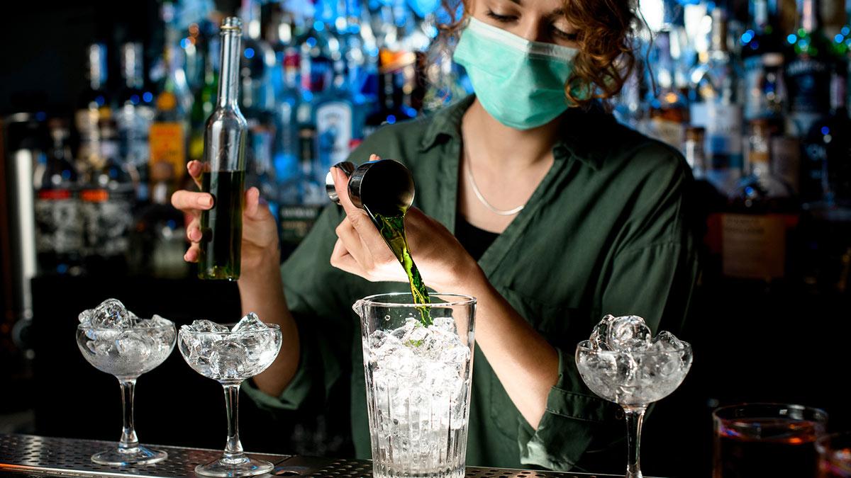 ночной клуб бар бармен коронавирус маска covid-19