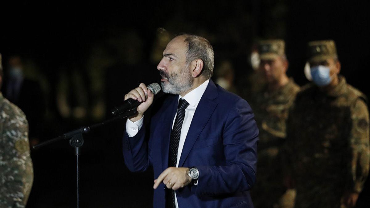 Премьер-министр Армении Никол Пашинян и военные
