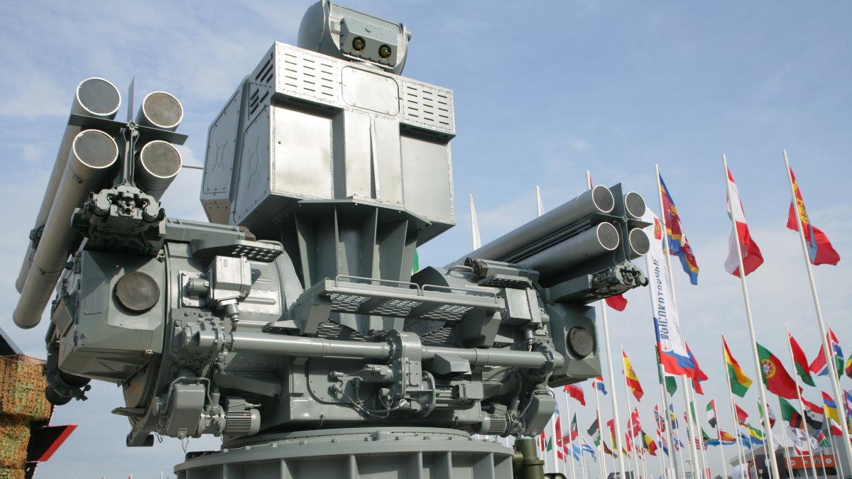Макет зенитного ракетно-пушечного комплекса ЗРПК Панцирь-М
