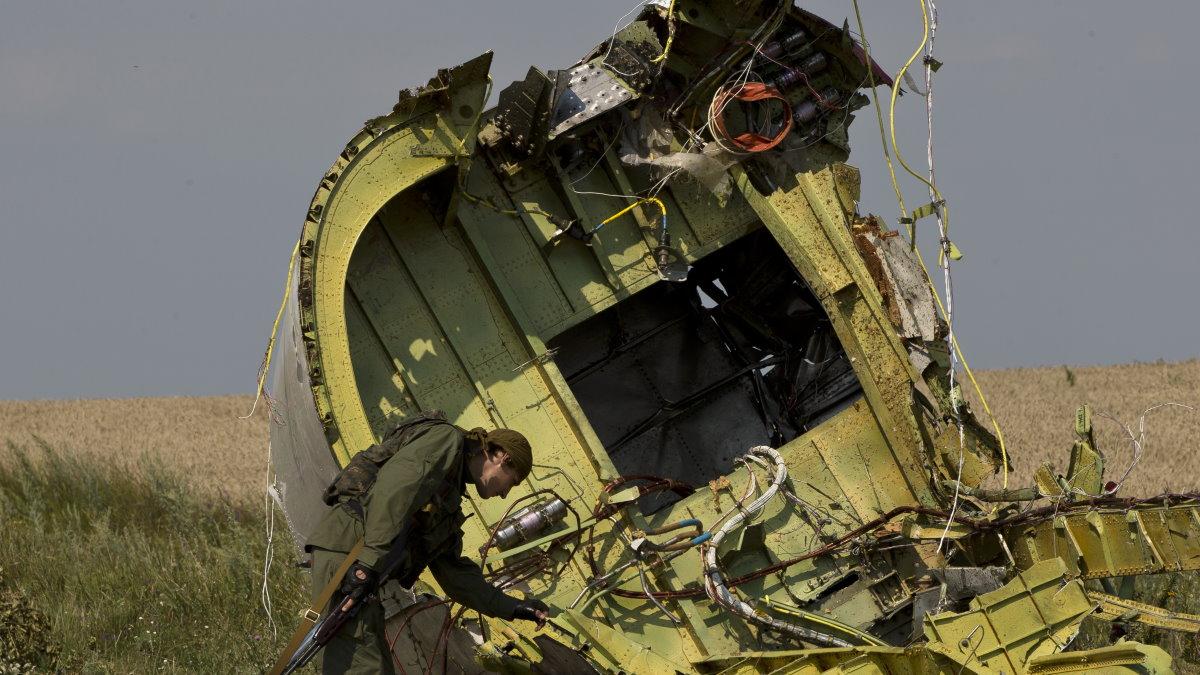 Место крушения малайзийского Boeing 777 рейса MH17 17 июля 2014 года Донецкая область три