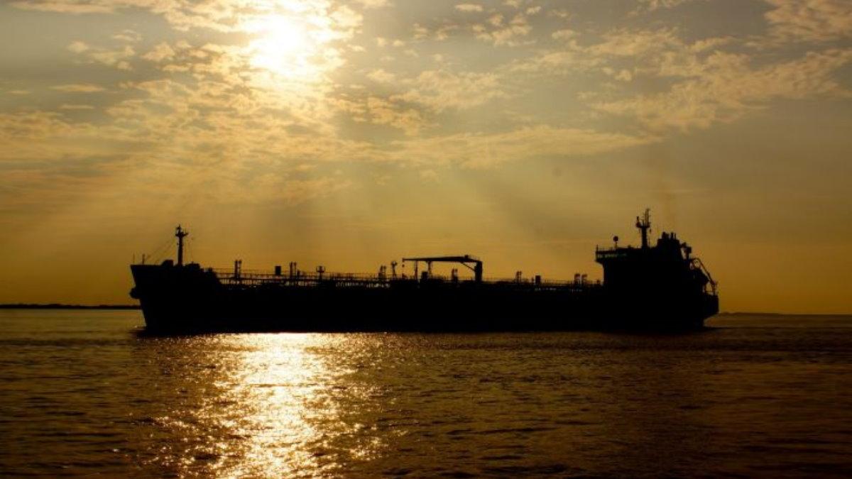 Силуэт танкера