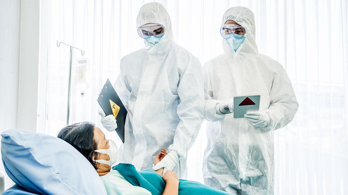 covid-19 врачи осмотр пациент
