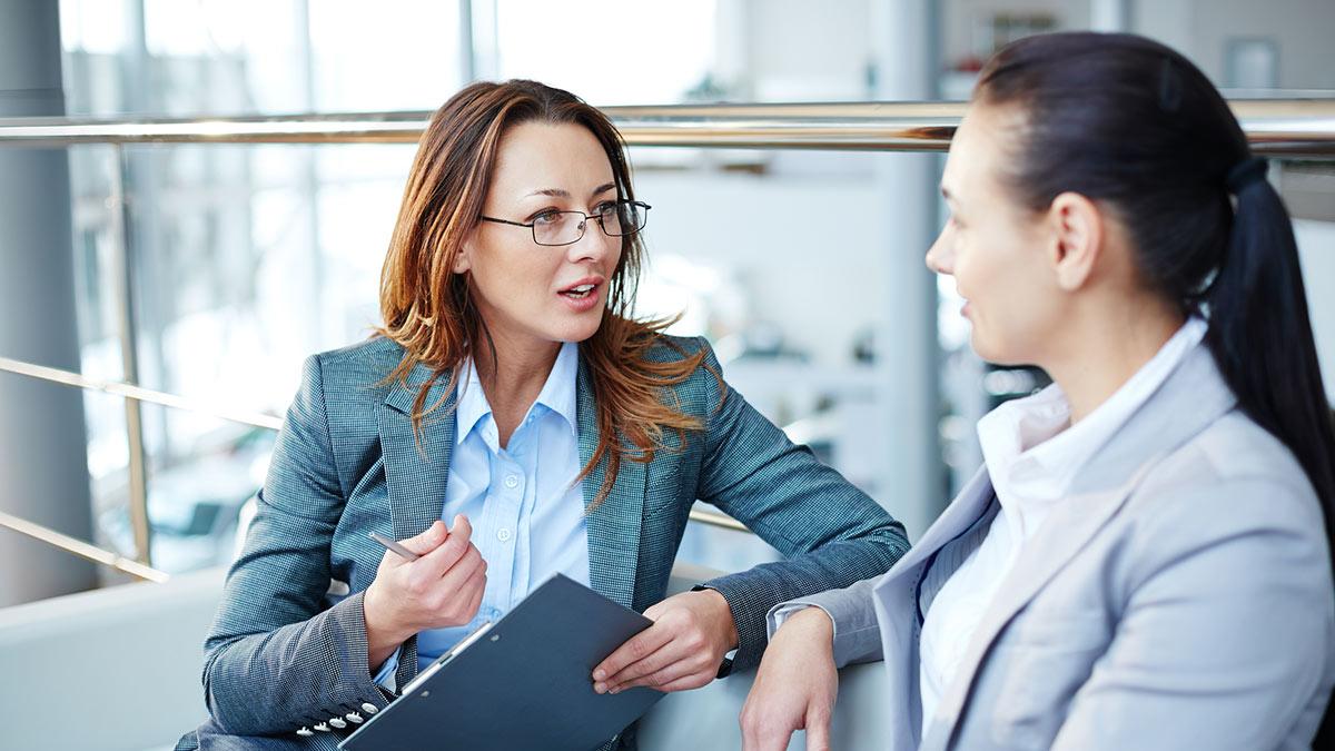 диалог две женщины разговаривают разговор