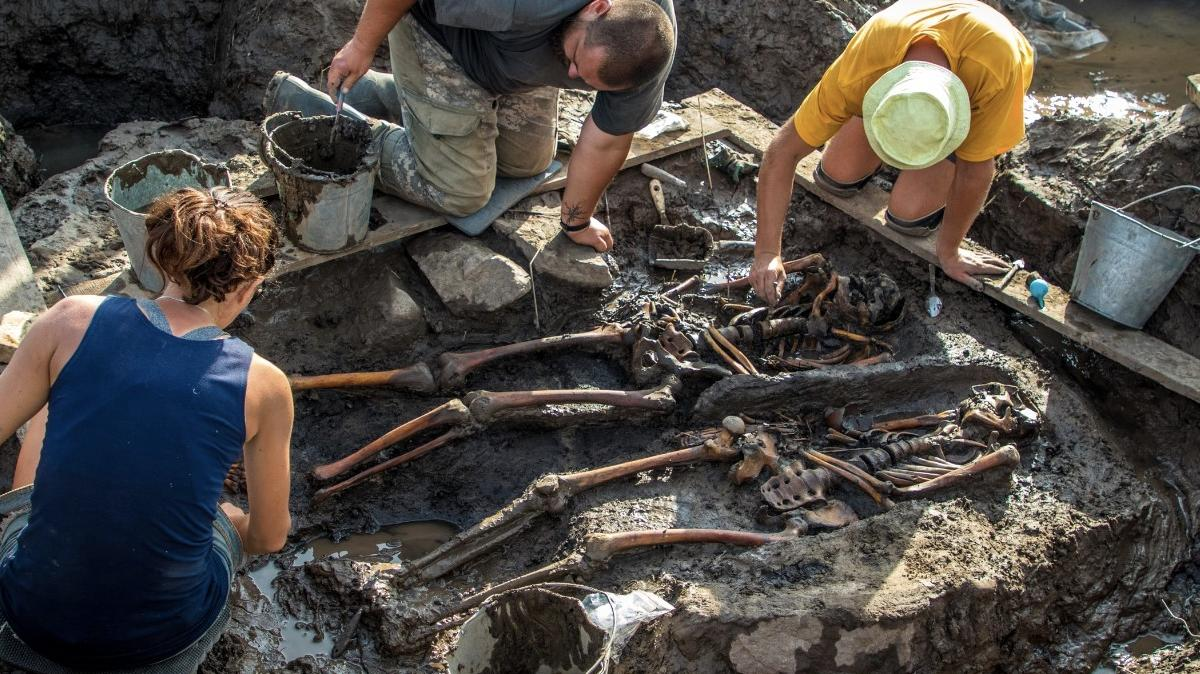 Раскопки кургана Туннуг в пойме рек Туннуг и Уюк, близ посёлка Чкаловка в Пий-Хемском районе Республики Тыва