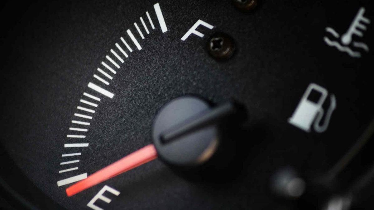 расход топлива панель приборов стрелка бензин