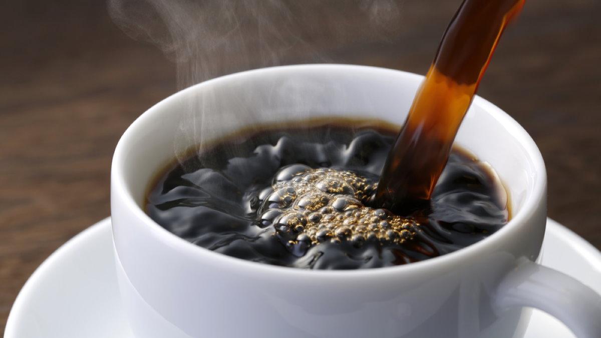 наливать Чашка горячего кофе