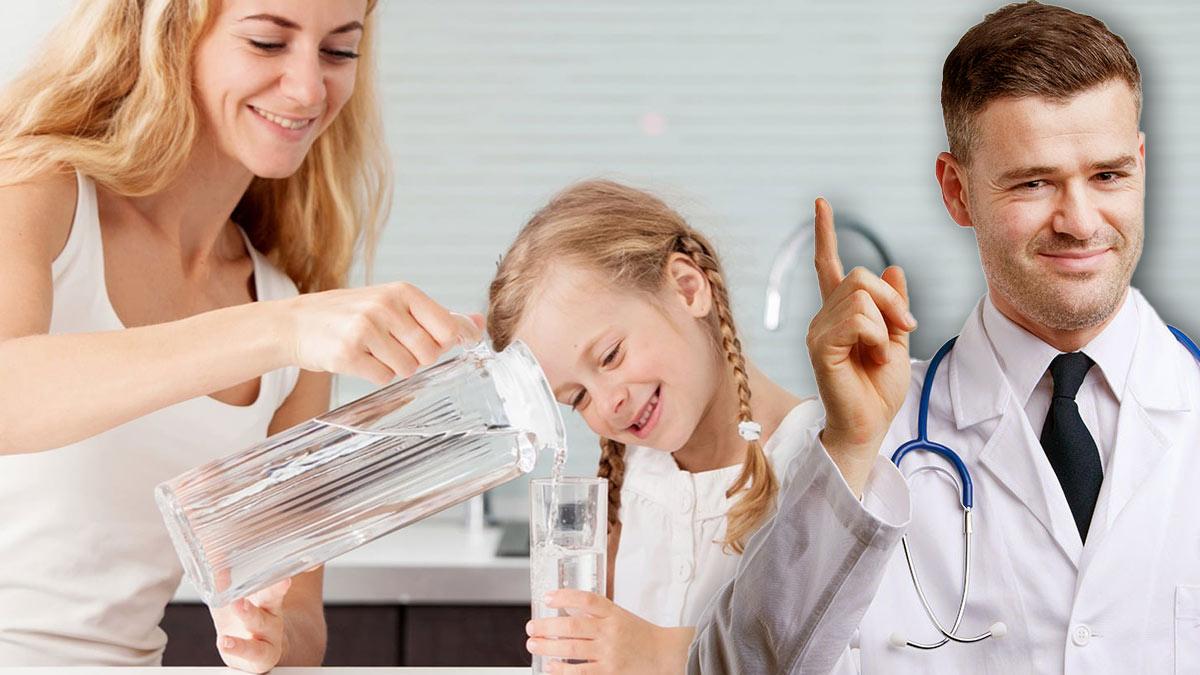 вода питье женщина с дочкой врач доктор