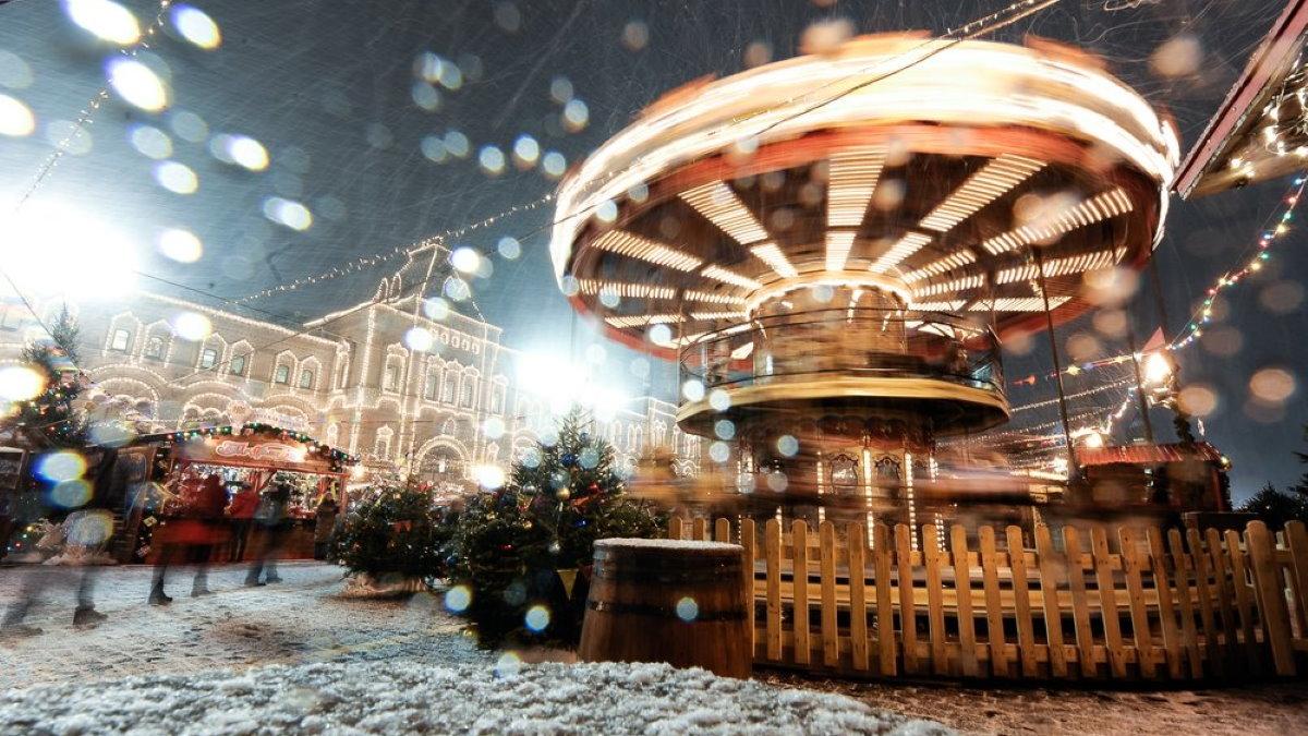 Новый год Красная Площадь новогодние гуляния ярмарка карусель