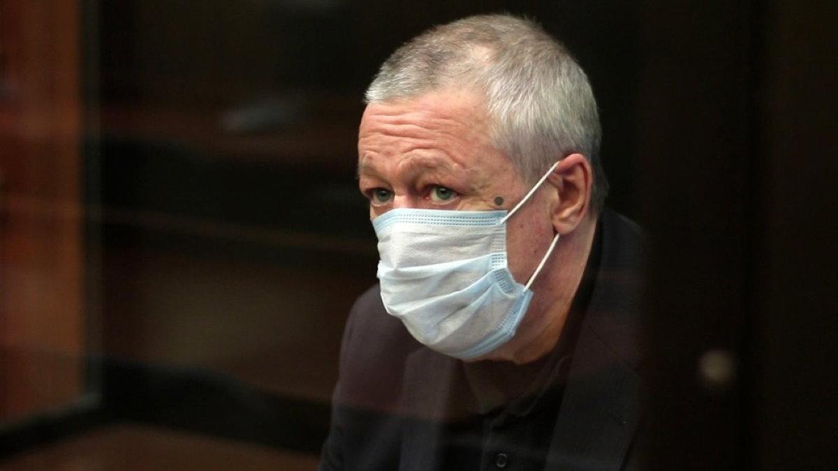 Актёр Михаил Ефремов в маске три