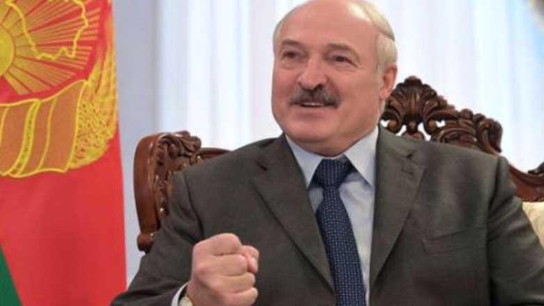 Алескандр Лукашенко флаг кулак