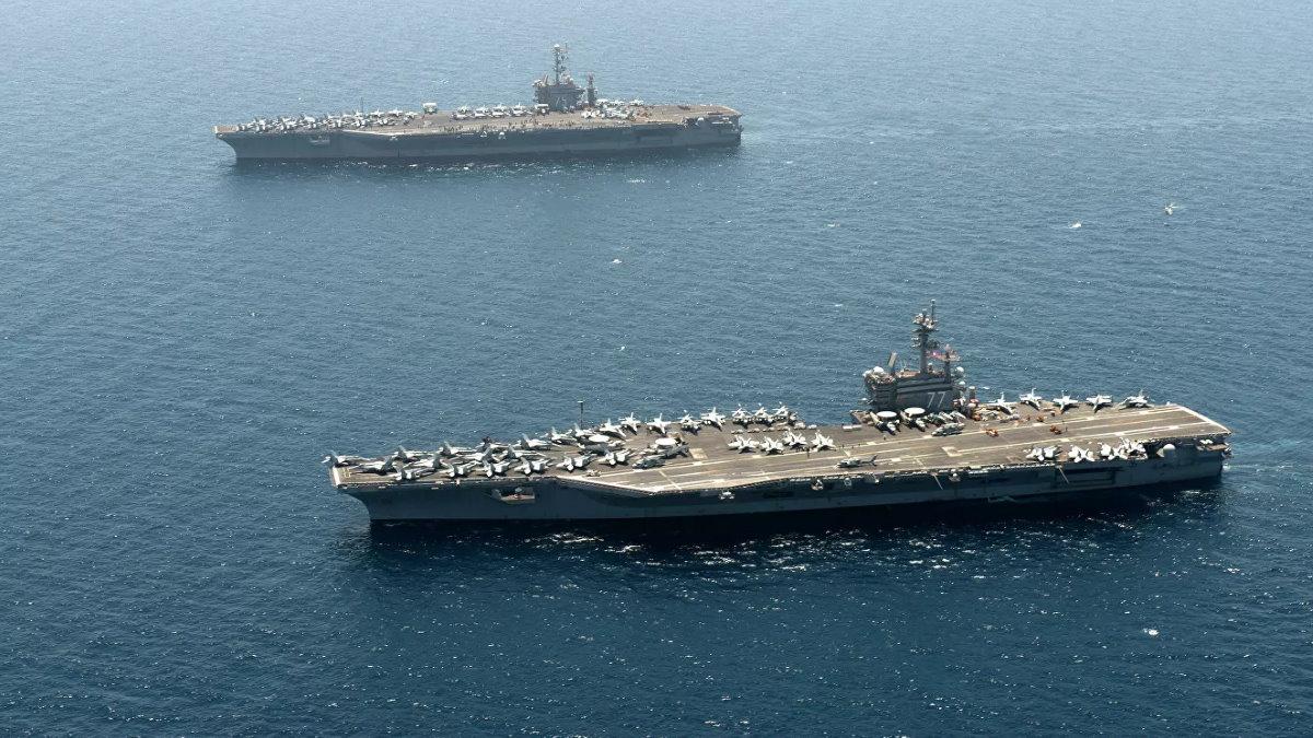 Авианосцы ВМС США USS Harry S Truman и USS George H W Bush