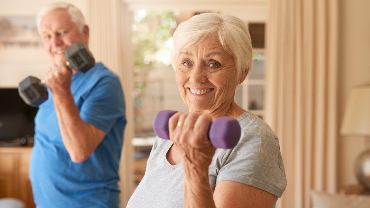 Спорт поднятие тяжестей пенсионеры долголетие активный образ жизни