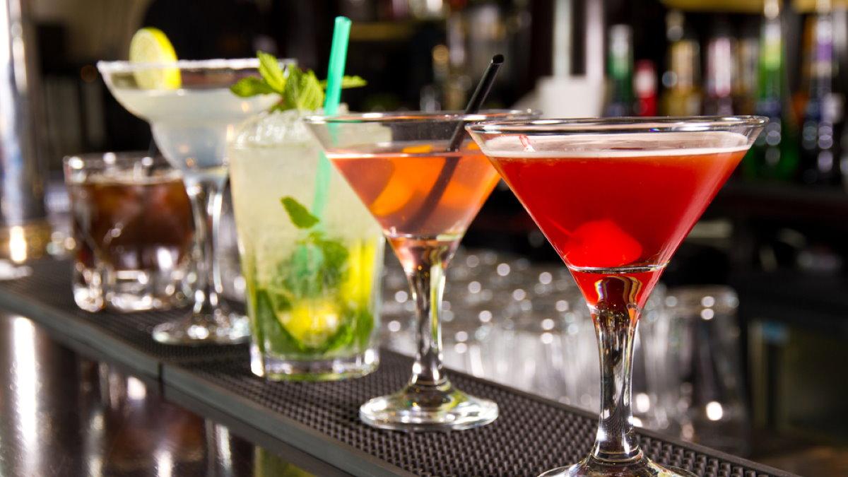 Алкоголь коктейль коктейли в баре