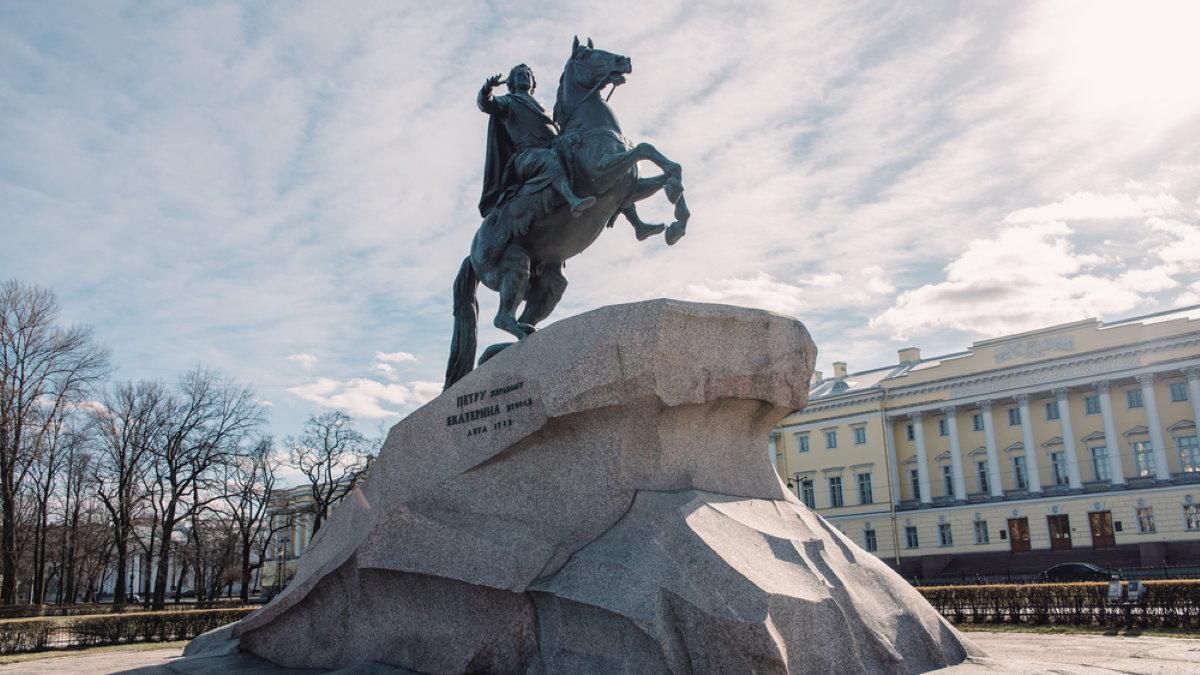 Памятник Петру I в Санкт-Петербурге коронавирус