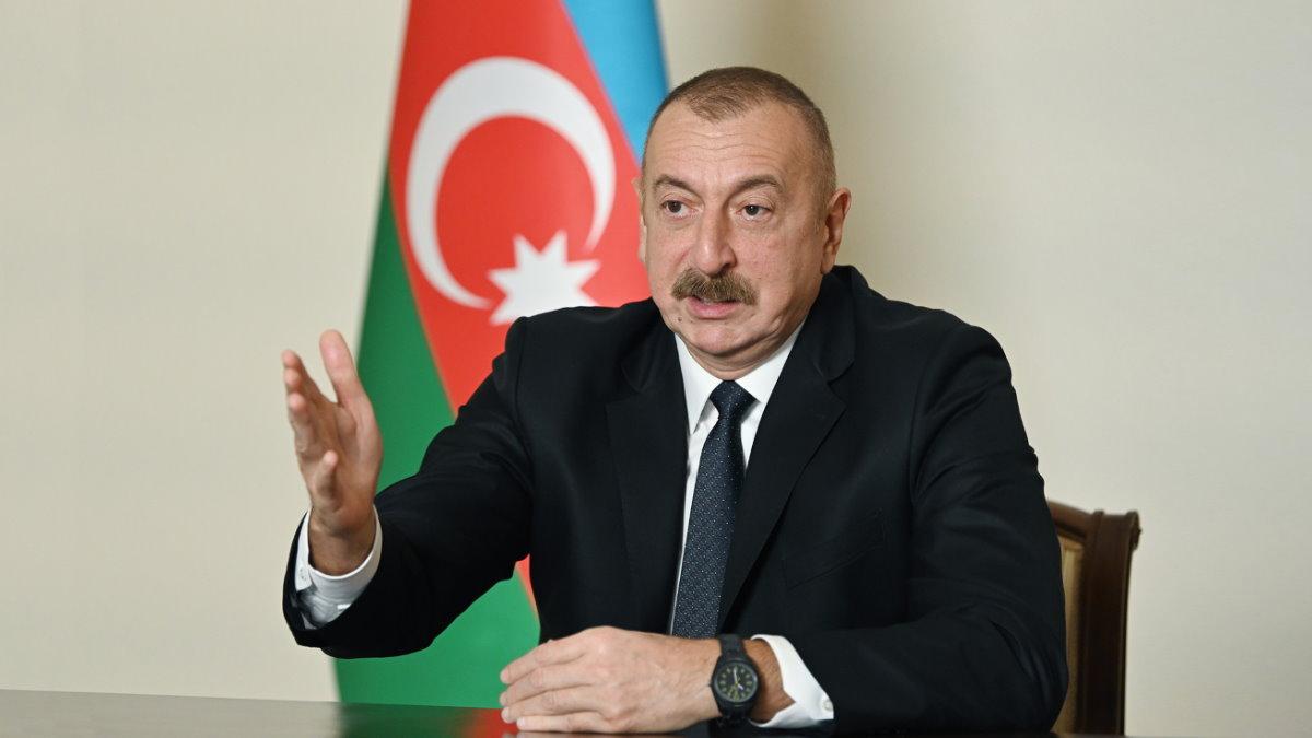 Президент Азербайджана Ильхам Алиев говорит два