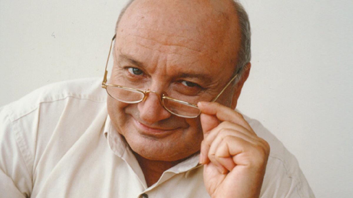 Михаил Жванецкий снимает очки