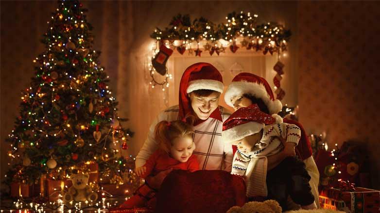 Новый год семья елка