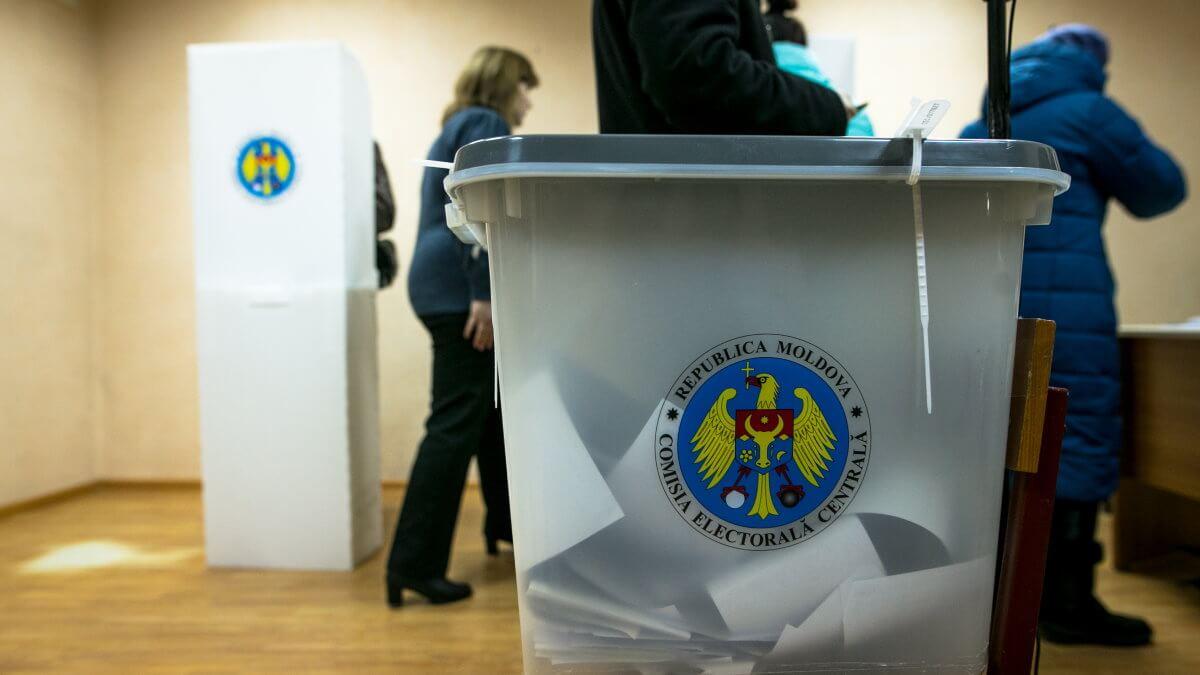 Молдавия выборы голосование избирательная урна бюллетени один