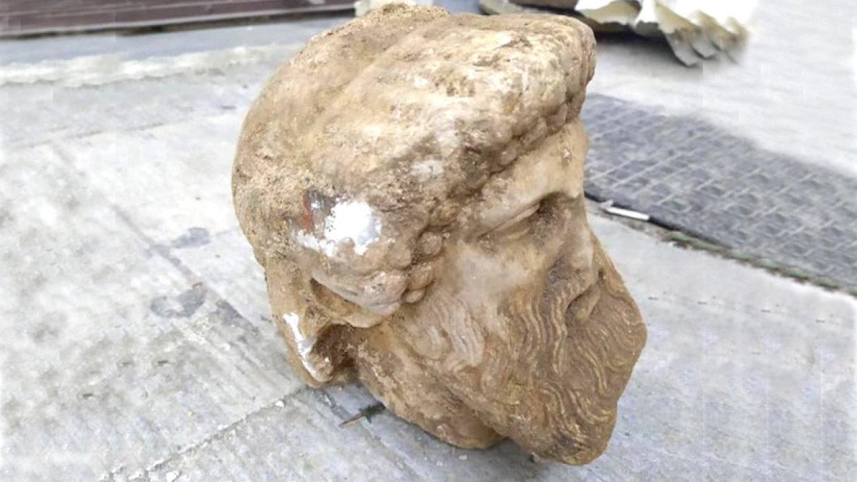 голова древней статуи греческого бога Гермеса Афины археология один