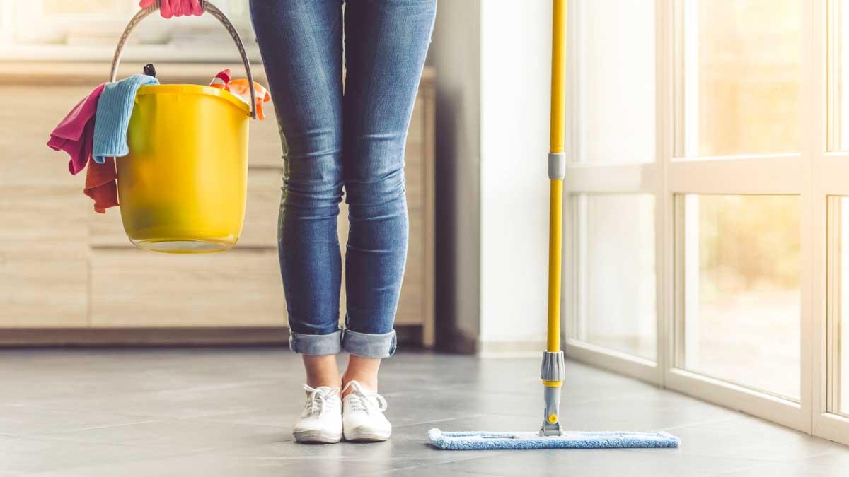 house cleaning девушка уборка ведро швабра