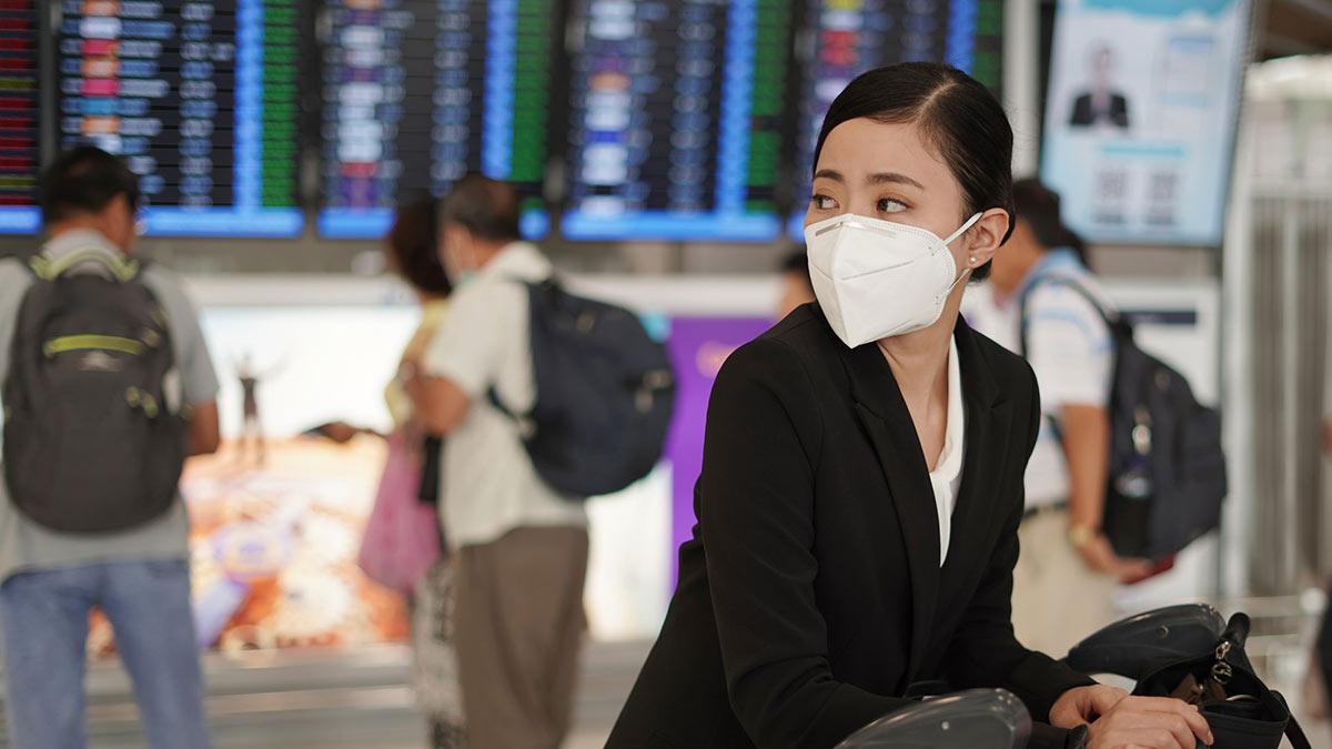китаянка в маске китайский аэропорт коронавирус